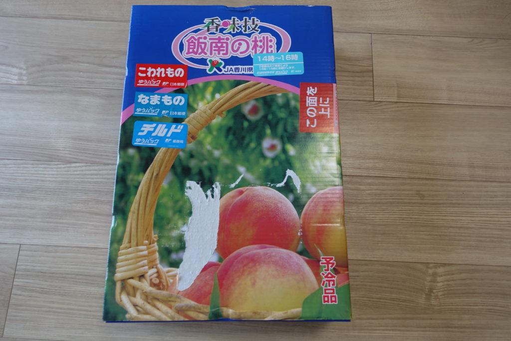 香川県の東かがわ市からふるさと納税の返礼品の桃が届きました。
