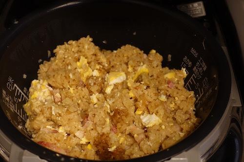 昨日の夕飯は炊飯器で作るチャーハンとシュウマイにしました。簡単で美味しかったです。