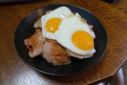 低温調理のローストポークで今治名物「焼豚玉子飯」をつくってみました。