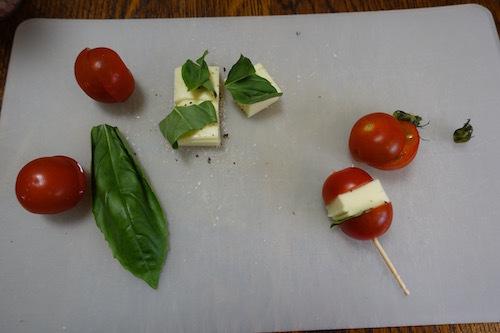 ミニトマトのプチカプレーゼを作ってみました。