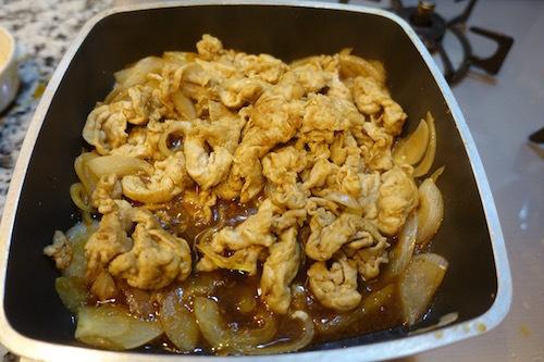 今日のお弁当は、豚こまのスタミナ炒めにしました。