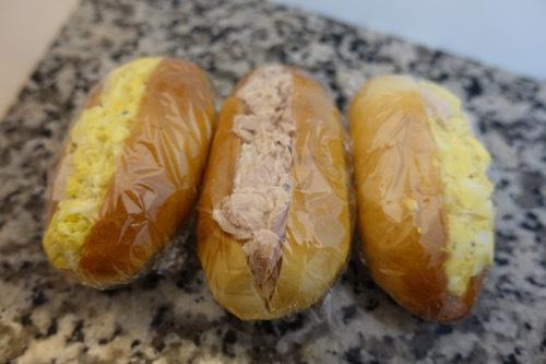 今日のお弁当はコッペパンです。