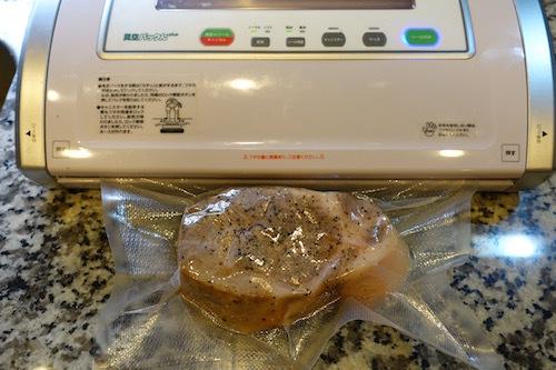 ヨーグルティアを使って低温調理のローストポーク